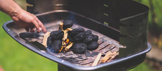 ¿Cómo encender una barbacoa de carbón vegetal?